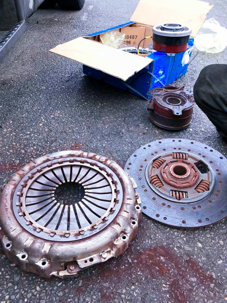 Clutch Replacement in Volvo FH